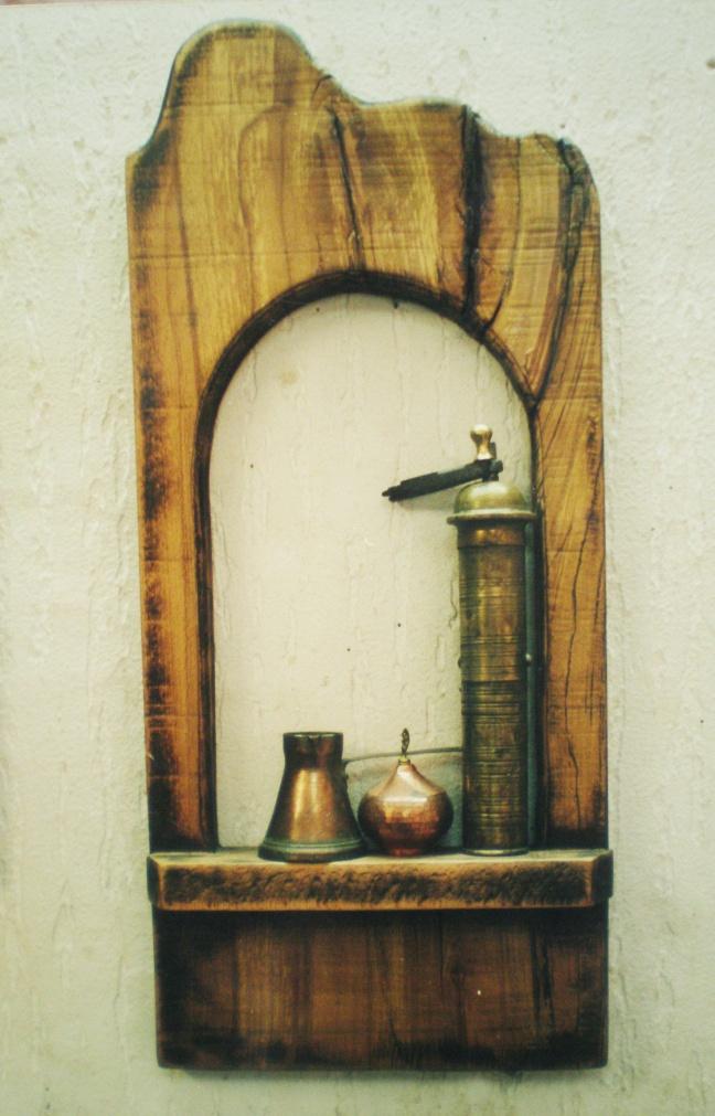 Kompozicija sa kahvenim mlinom, džezvom i šećerlukom